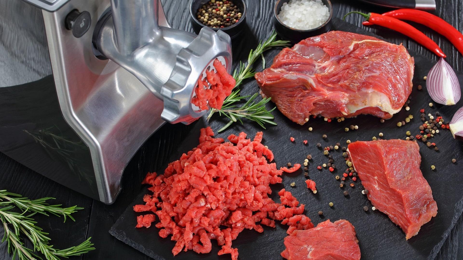 Secteur de l'alimentation : Un hachoir à viande professionnel manuel ou électrique ?